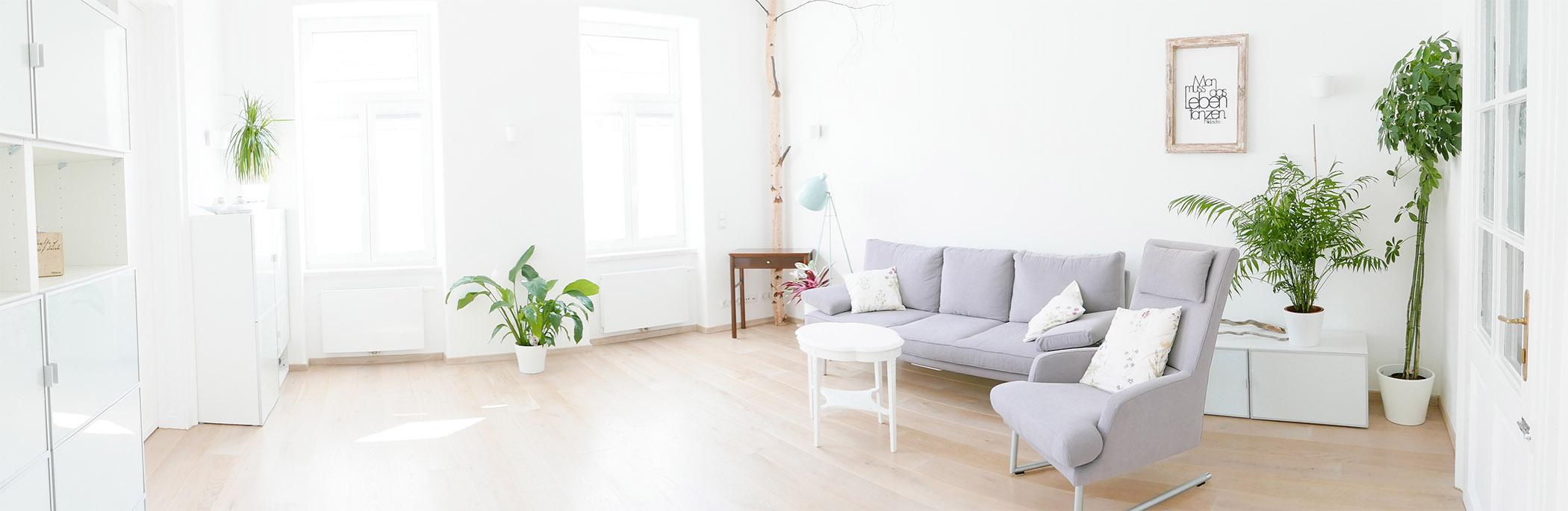 großzügiger, heller Therapie-Raum